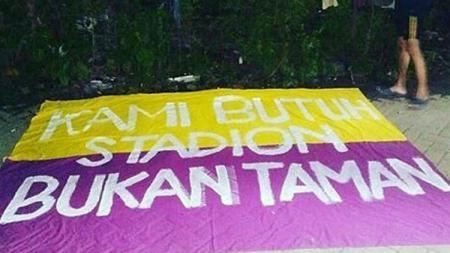 Sejumlah warga Kota Tangerang menolak Stadion Benteng dialihfungsikan menjadi taman. - INDOSPORT