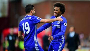 Willian merayakan golnya bersama Diego Costa.
