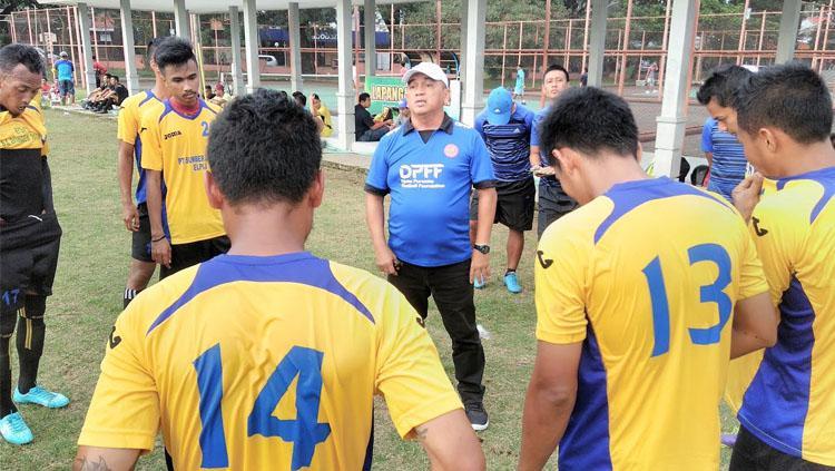 Pelatih Persekam Metro FC, Raja Isa bin Akram Shah. Copyright: INDOSPORT/Ian Setiawan