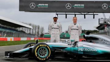 Lewis Hamilton (kiri) dan Valtteri Bottas.