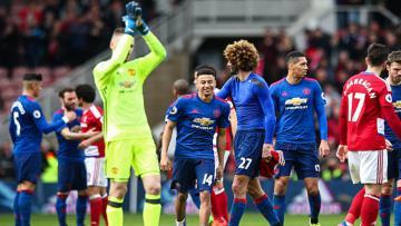 Para pemain Manchester United melakukan selebrasi setelah pertandingan berakhir.