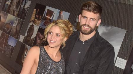 Shakira (kiri) bersama dengan Gerard Pique. - INDOSPORT