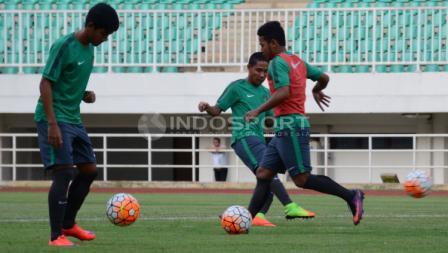 Latihan Timnas Indonesia U-22 di Stadion Pakansari, Cibinong, Kabupaten Bogor, jelang menghadapi Myanmar.