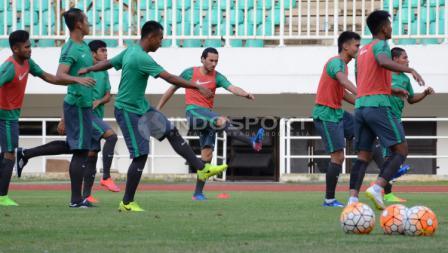 Timnas Indonesia U-22 menjalani latihan di Stadion Pakansari, Cibinong, Kabupaten Bogor, jelang menghadapi Myanmar.