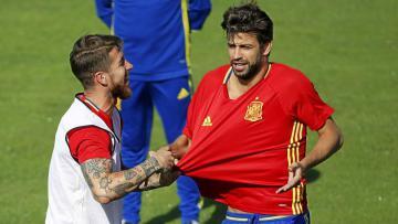 Sergio Ramos (kiri) dan Gerard Pique.