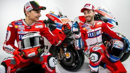 Dua pembalap Ducati, Jorge Lorenzo dan Andrea Dovizioso. - INDOSPORT