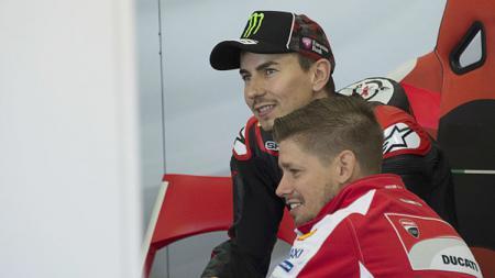Usai secara mengejutkan memutuskan untuk resmi pensiun dari MotoGP, Jorge Lorenzo pun mendapatkan banyak ucapan menyentuh dari para rekan seprofesinya termasuk Casey Stoner. - INDOSPORT