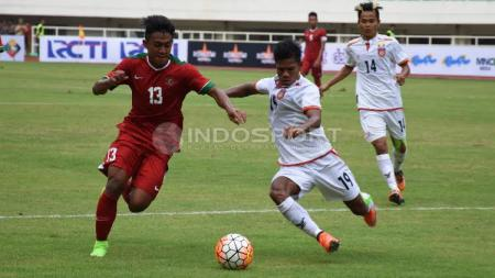 Aksi Febri Hariyadi saat pertandingan melawan Myanmar. - INDOSPORT
