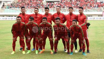 Skuat TImnas U-22 saat menghadapi Myanmar dalam laga uji coba di Stadion Pakansari, Bogor.