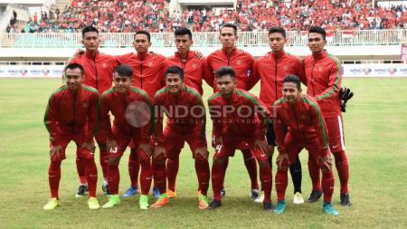 Timnas Indonesia U-22 saat beruji coba dengan Myanmar. - INDOSPORT