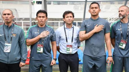 Luis Milla saat sebelum laga Indonesia kontra Myanmar. - INDOSPORT