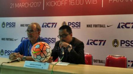 Pelatih Timnas Myanmar dalam konferensi pers di pertandingan uji coba Timnas U-22. - INDOSPORT