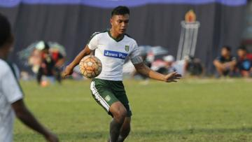 Bek muda Persebaya Surabaya, Rachmat Irianto.