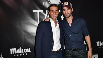 Rafael Nadal dan Enrique Iglesias saat menghadiri Grand Perayaan Pembukaan TATEL Miami.