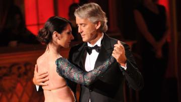 Roberto Mancini di sebuah acara dansa bersama pasangannya.