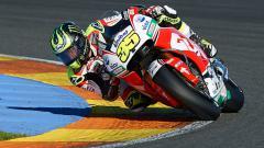 Indosport - Pembalap tim LCR Honda, Cal Crutchlow. Terdapat tiga pembalap tertua yang bakal menghiasi dan tampil di kejuaraan MotoGP 2020 yang dimulai pada 8 Maret mendatang. Siapa sajakah mereka?