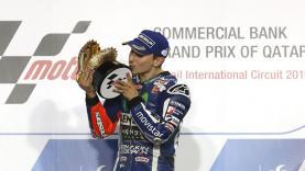 Mantan pembalap Yamaha, Jorge Lorenzo merayakan kemenangan di Sirkuit Losail musim lalu.