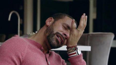 Rio Ferdinand menangis saat menceritakan kisah pilunya kepada BBC. - INDOSPORT