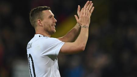 Lukas Podolski usai menjalani laga persahabatan melawan Timnas Inggris. - INDOSPORT