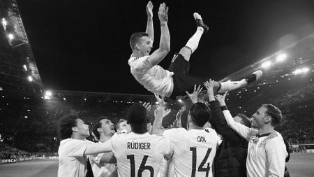 Podolski bersama rekan-rekannya di Timnas Jerman. - INDOSPORT