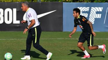 Neymar dan Tite dalam latihan Timnas Brasil.