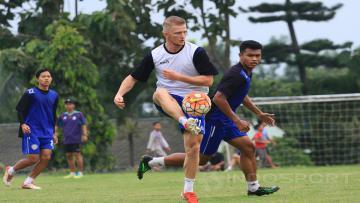 Pemain seleksi Arema FC yang berdarah Indonesia-Prancis, Andrea Bitar.