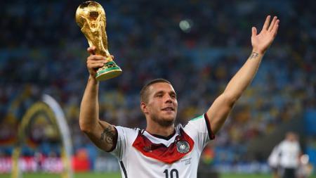 Lukas Podolski yang sukses mengantarkan Jerman juara Piala Dunia 2014 silam telah tiba di klub Liga Super Malaysia, Johor Darul Takzim (JDT). - INDOSPORT