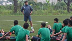 Indra Sjafri saat memimpin sesi latihan Timnas U-19.