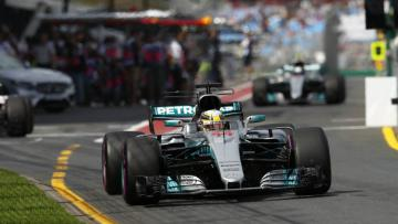 Lewis Hamilton dalam sesi latihan bebas kedua di Australia.