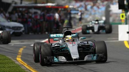 Lewis Hamilton dalam sesi latihan bebas kedua di Australia. - INDOSPORT
