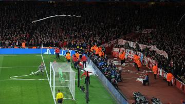 Fans Bayern Munchen di Emirates Stadium.