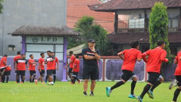 Suasana latihan Bali United FC untuk persiapan trofeo.