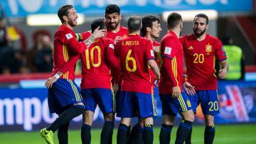 Costa merayakan golnya ke gawang Israel.