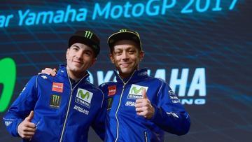 Pembalap Movistar Yamaha MotoGP, Maverick Vinales (kiri) dan Valentino Rossi.
