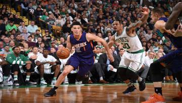 Aksi pebasket Phoenix Suns, Devin Booker ketika menghadapi Boston Celtics.