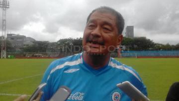 Pelatih Yusack Sutanto antusias lawan PSM Makassar.
