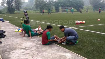Pemain Timnas U-16 banyak yang terkapar dalam latihan perdana bersam Fakhri Husaini.