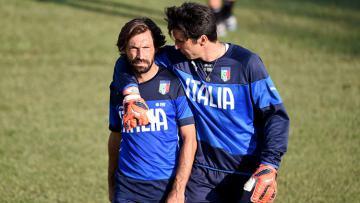 Pirlo dan Buffon di sesi latihan Tim Nasional Italia.