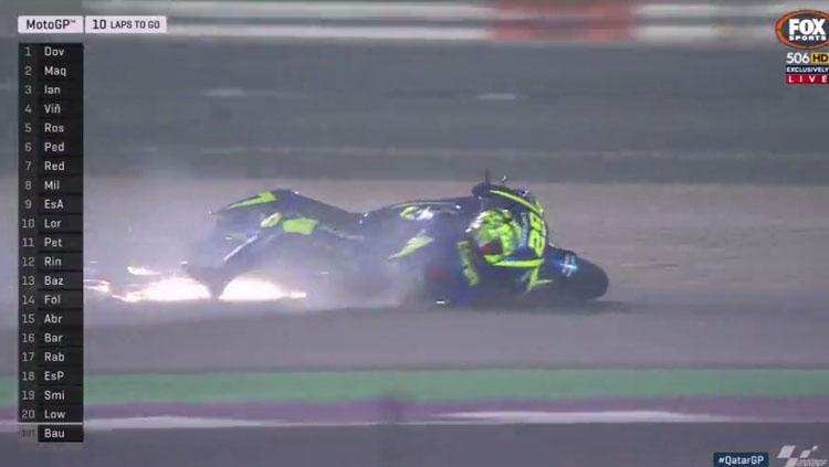 Andrea Iannone terjatuh pada balapan MotoGP Qatar. Copyright: Twitter