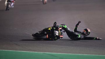 Johann Zarco tengah mengalami insiden pada balapan MotoGP Qatar 2017.
