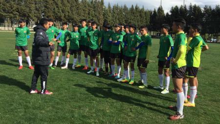 Debut pelatih muda asal Indonesia, Muhammad Yusuf Prasetyo, di kompetisi China berjalan kurang mulus. - INDOSPORT
