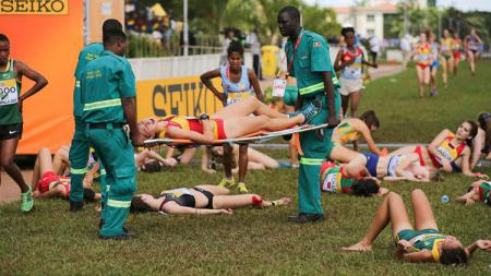 Puluhan peserta lomba lari di Uganda tidak sadarkan diri akibat cuaca panas. - INDOSPORT