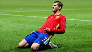 Alvaro Morata saat membela Spanyol.