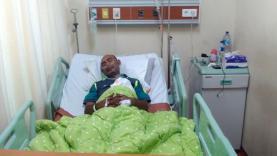 Pelari jarak menengah dan maraton yang pernah berjaya di era tahun 80 dan 90-an Eduardus Nabunome terkena serangan jantung dan kini dirawat intensif di RSUD.