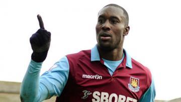 Mantan penyerang West Ham United, Carlton Cole.