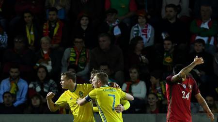 Pemain Swedia melakukan perayaan gol. - INDOSPORT
