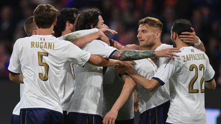 Pemain Italia melakukan selebrasi usai membobol gawang Belanda. - INDOSPORT