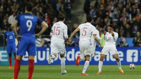 Spanyol rayakan kemenangan di Paris. - INDOSPORT