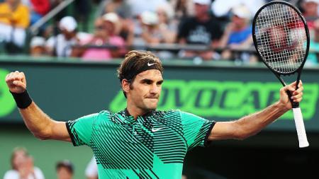 Ungkapan kegembiraan Roger Federer saat mengalahkan Roberto Bautista Agut di perempatfinal Miami Terbuka 2017. - INDOSPORT