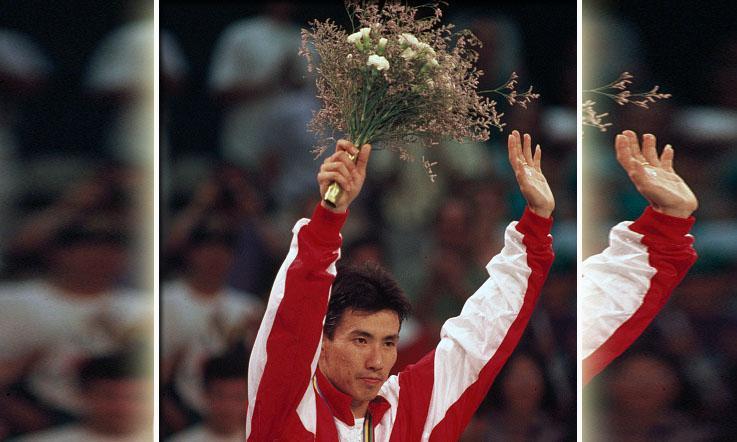Alan Budikusuma saat meraih medali emas Olimpiade 1992 di Barcelona. Copyright: Bob Thomas/Getty Images